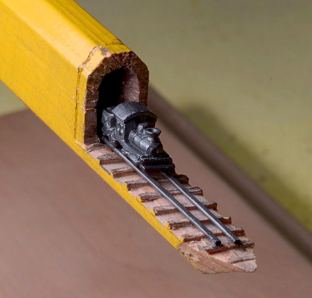 Miniaturzug aus einem Bleistift
