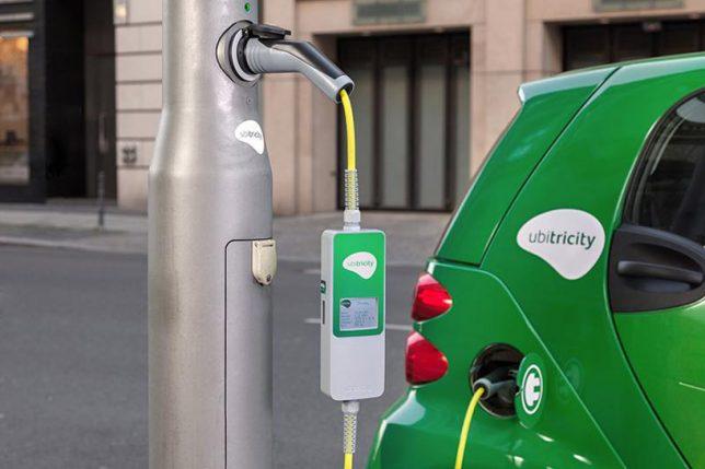 Ubitricity Straßenlaterne mit Ladefunktion für Elektroautos