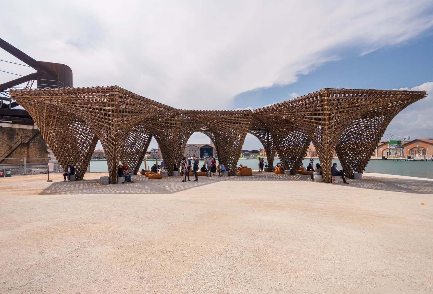 VTN Bamboo Stalactite auf der Biennale di Venezia 2018
