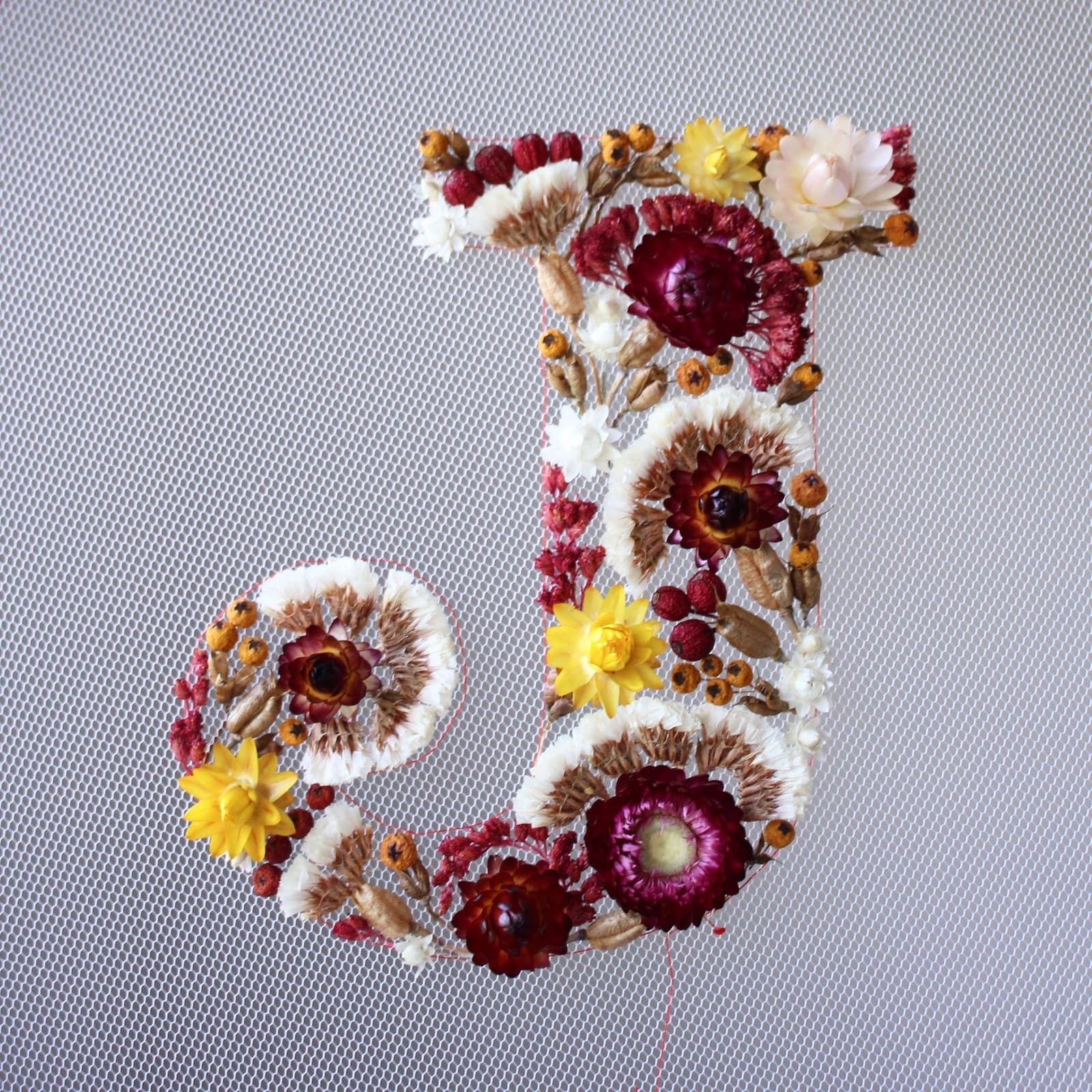 Olga Prinku - Blumenstickerei Typografie Design
