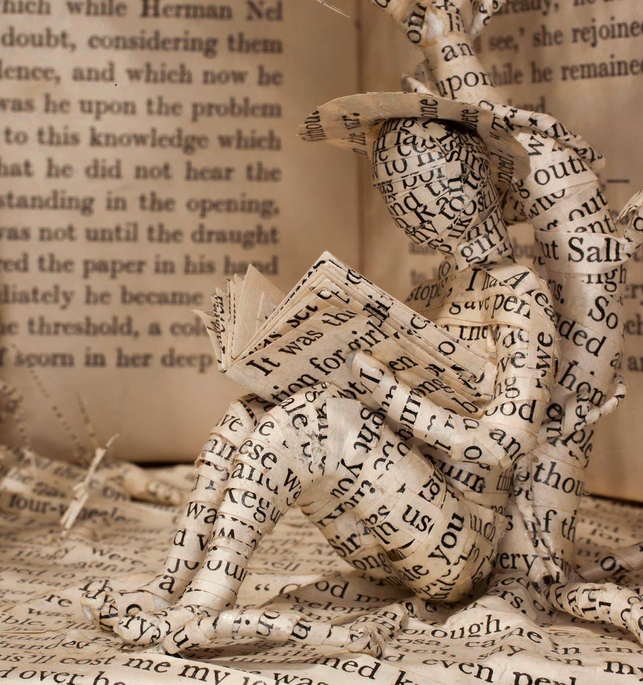Emma Taylor Papierskulpturen aus alten Büchern