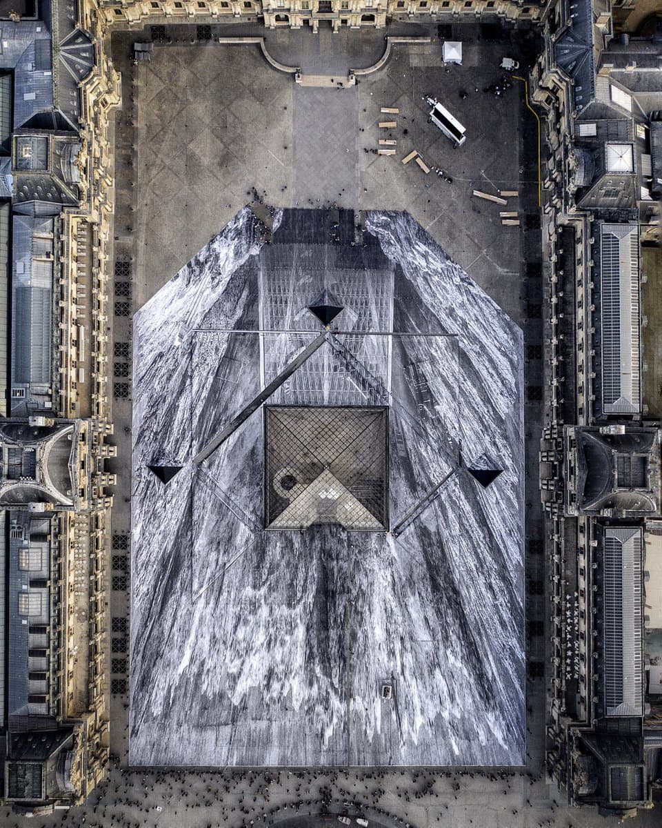 The Secret Of The Great Pyramid - Optische Illusion am Louvre