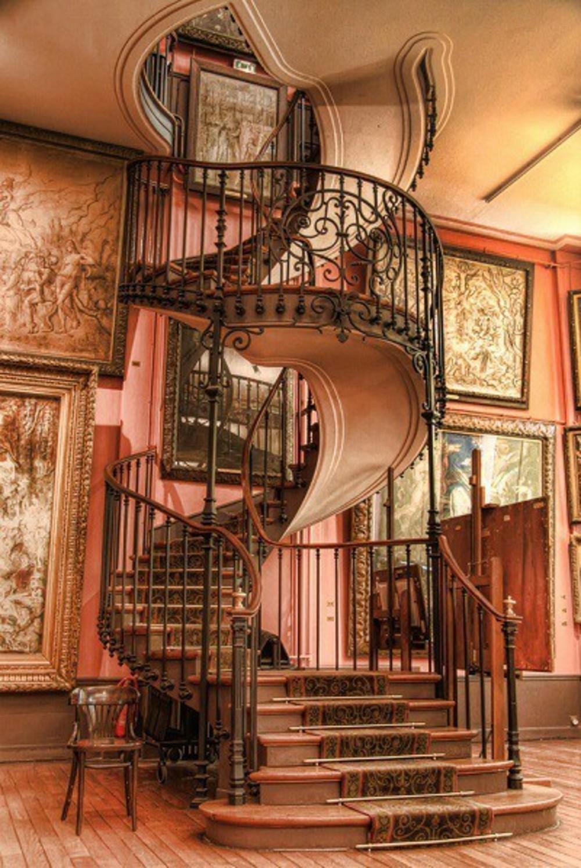 Spiraltreppe im Nationalmuseum, Paris
