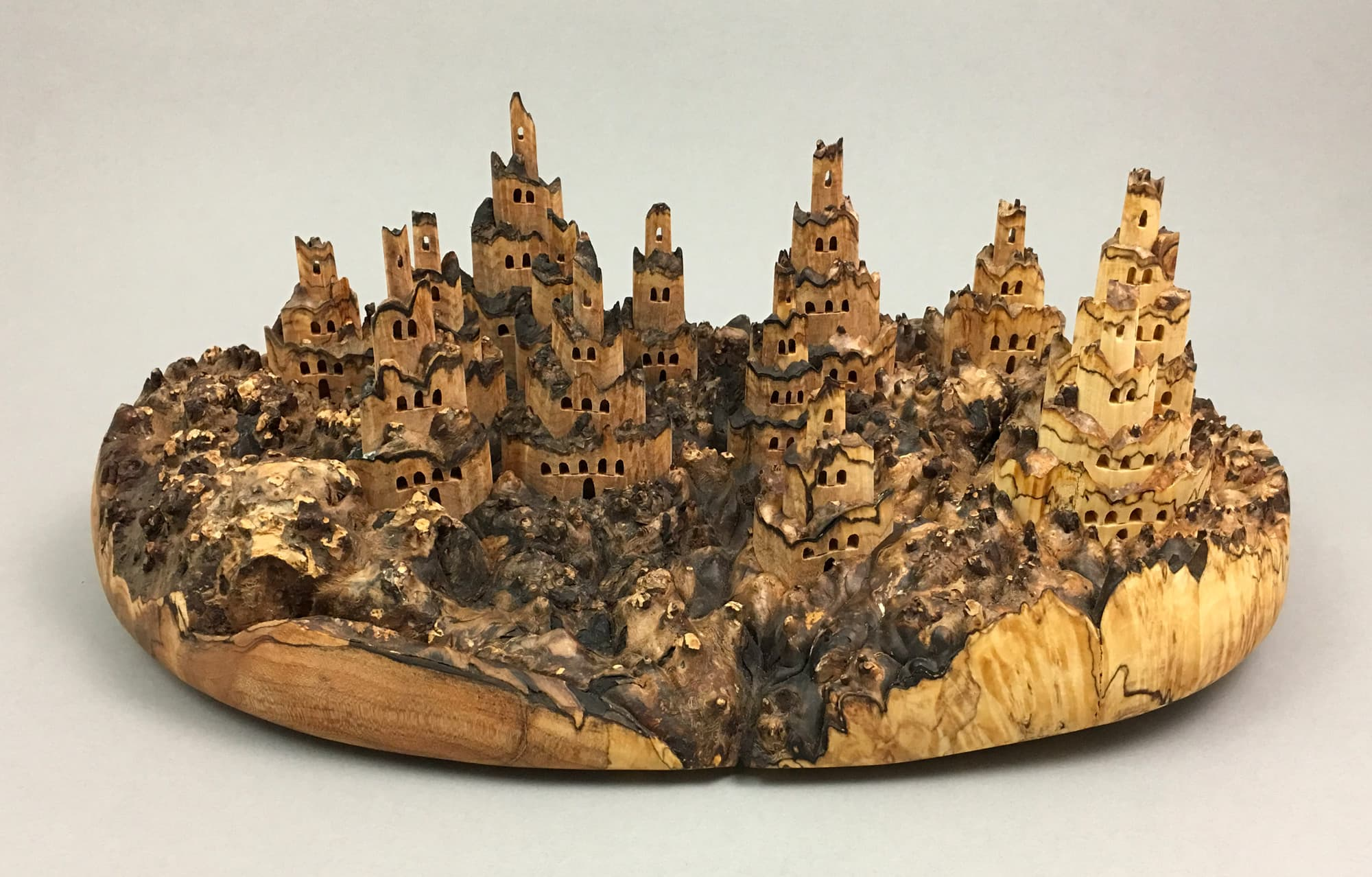 Uli Kirchler - Very Hidden Castles Holz-Skulpturen