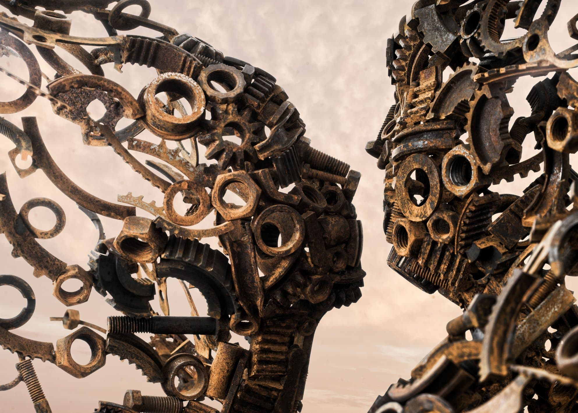 Penny Hardy - Blown Away - Menschliche Skulpturen aus alten Maschinenteilen