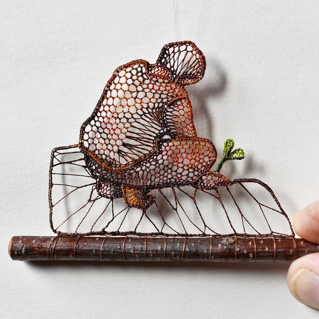Ágnes Herczeg Miniaturen aus farbigen Schnüren
